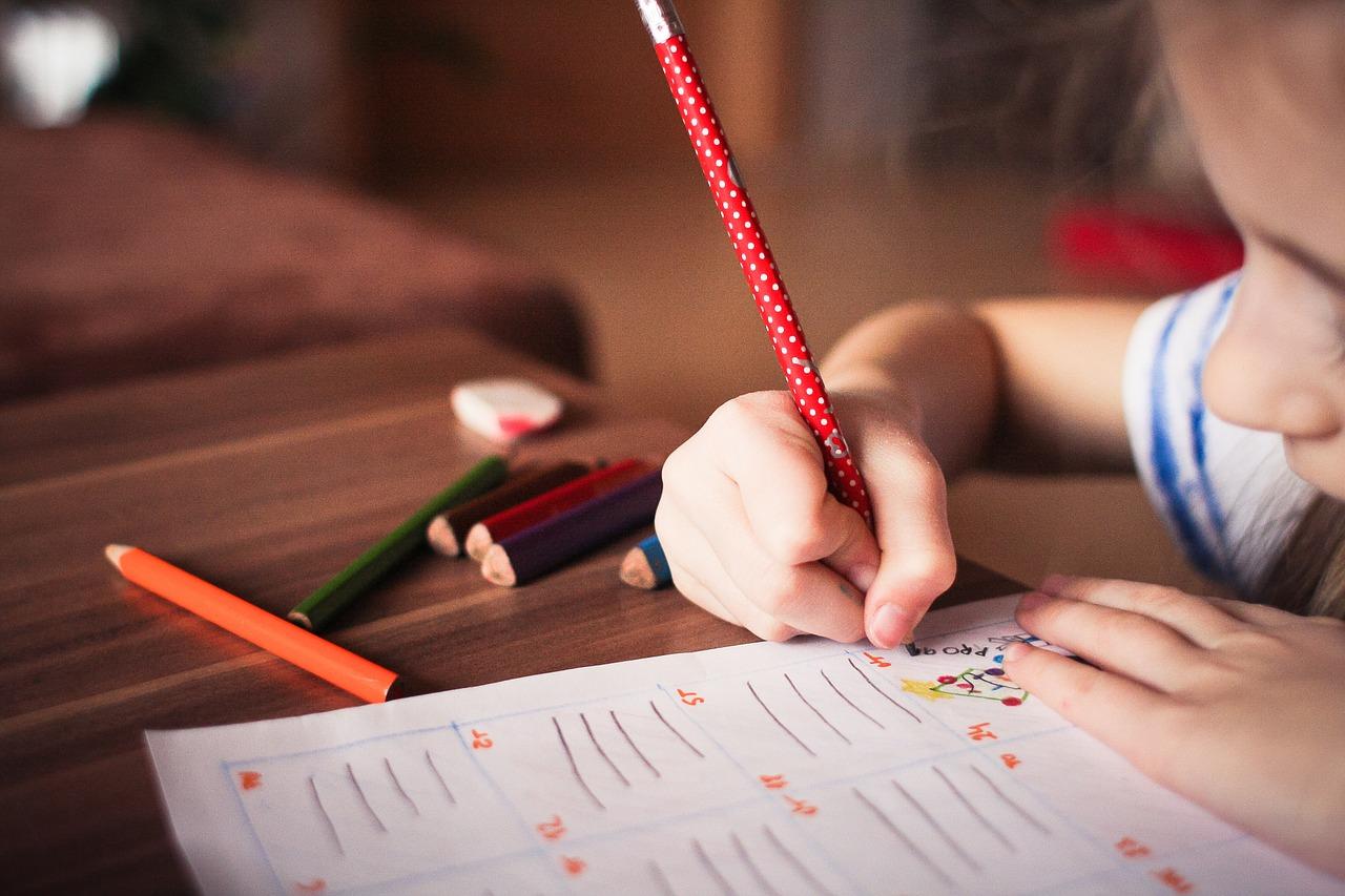 Edukacja dla dziecka ze spektrum autyzmu - jaką szkołę wybrać